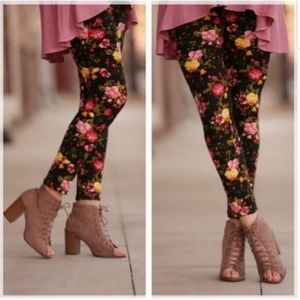 Infinity Raine Black Leggings with Floral Pattern